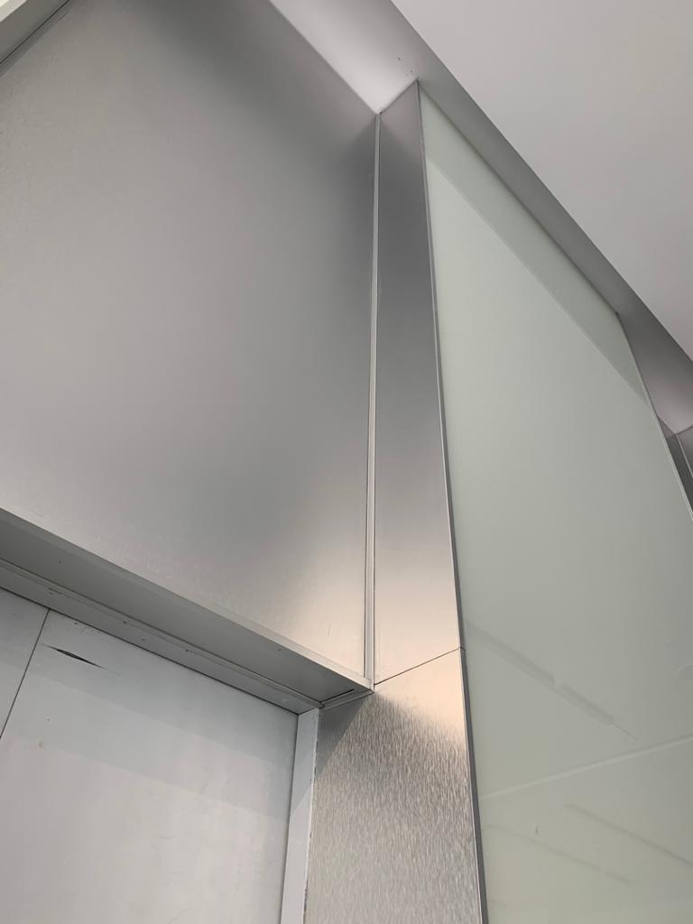 دیوار نمای شیشه و استیل خش دار